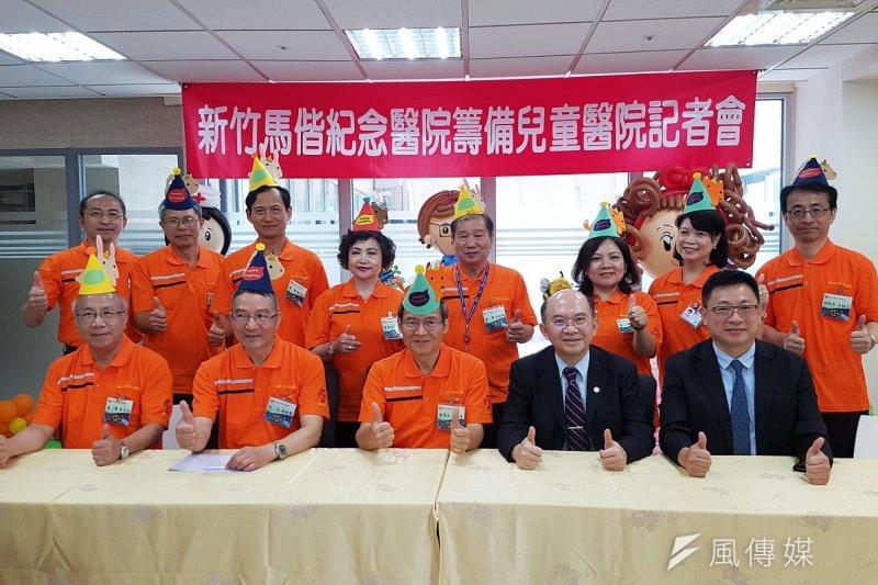 新竹馬偕兒童醫院BOT案18日正式簽約,馬偕醫院重量級管理高層全部出席首次對外公開說明會。(圖/方詠騰攝)