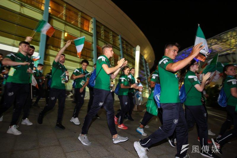 20170819-世大運19日晚間舉行開幕式,各國選手紛紛進入會場,途中受到民眾熱烈歡迎。(顏麟宇攝)