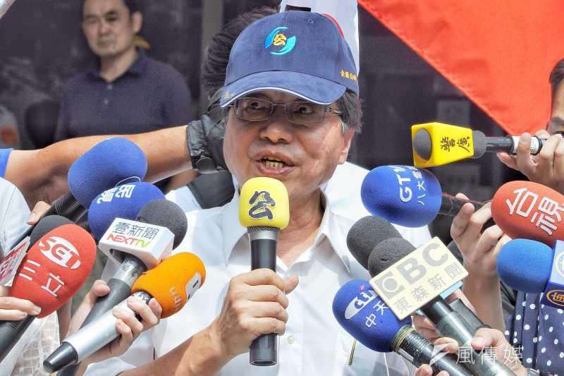20170823-李來希於台北地檢署前開記者會。(甘岱民攝)