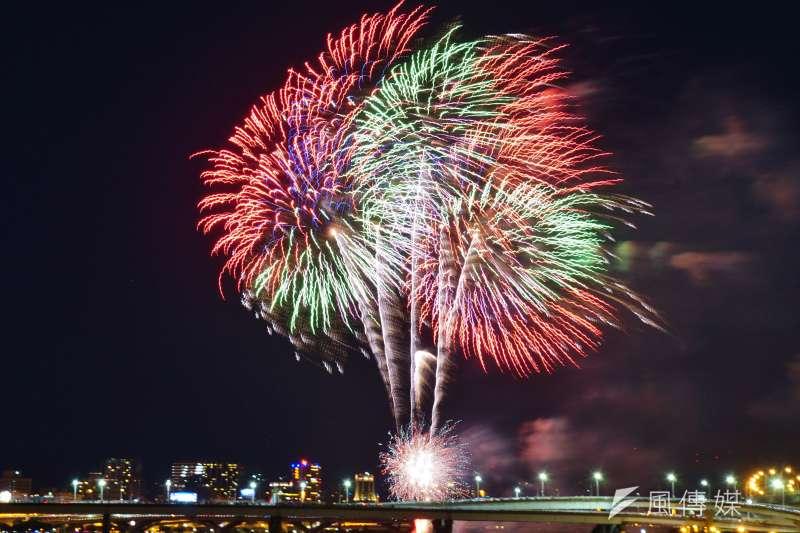 農曆春節若想在河濱公園燃炮、施放煙火,記得注意開放時段及地點,圖為大稻埕。(資料照,盧逸峰攝)