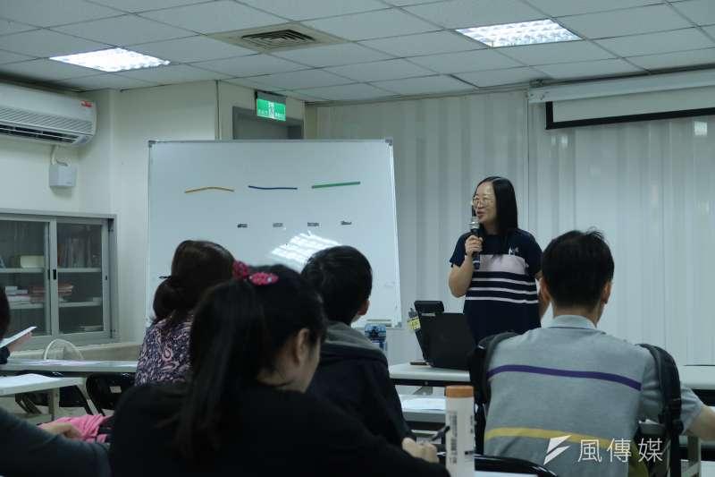 台灣選擇性緘默症協會理事長黃晶晶宣布協會正式成立。(朱冠諭 攝)