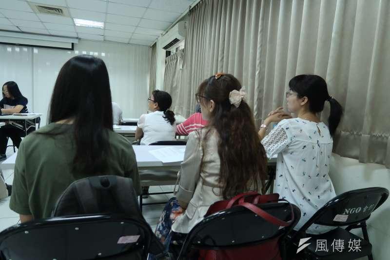 台灣選擇性緘默症協會正式成立,許多關心此症的家長都前來參與。(朱冠諭 攝)