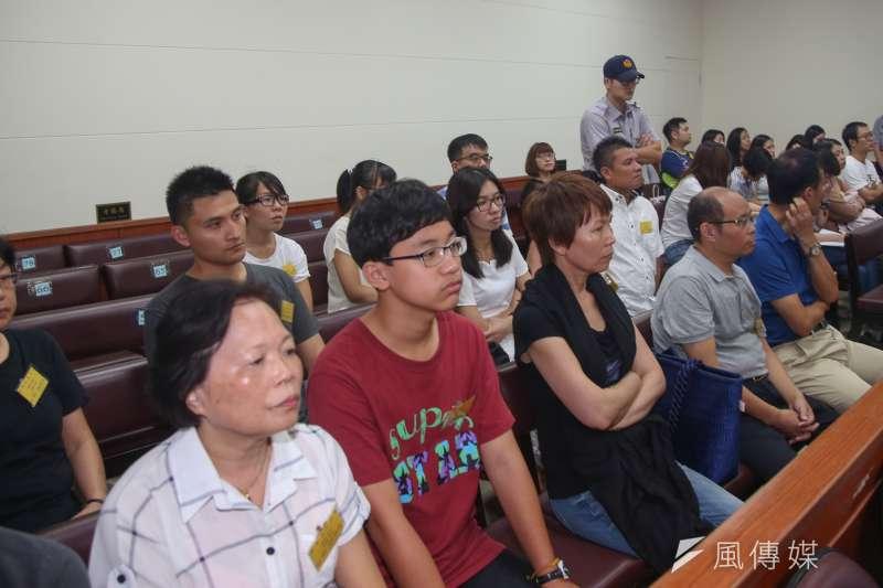 20170828-被控涉搶獲特赦的蘇炳坤提起再審,台灣高等法院第二度開庭,蘇炳坤的妻子、孫子等眾多家屬都來旁聽。(陳明仁攝)