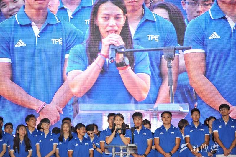 世大運遊行,郭婞淳表示,「很開心可以為台灣奪下金牌,在自己的土地上打破世界紀錄,讓大家見證這一刻」,她也請現場熱情觀眾給台上所有選手鼓勵。(甘岱民攝)