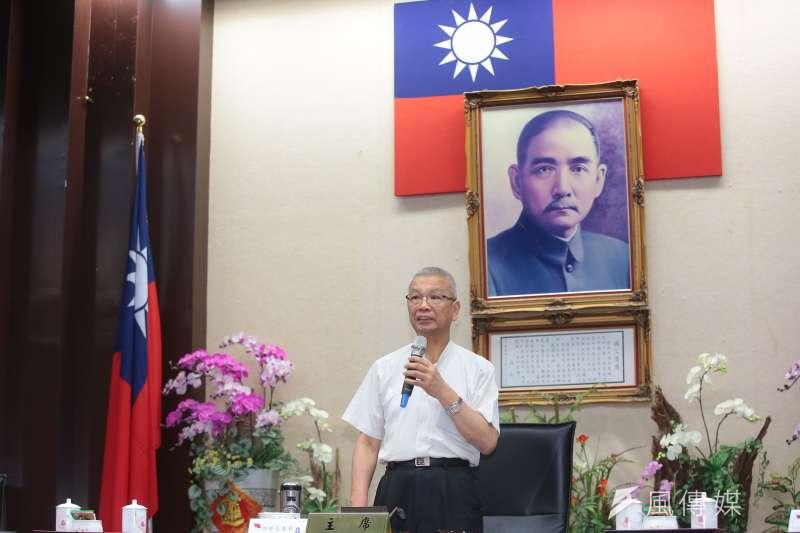 財政部長許虞哲在行政院說明稅改方案。(顏麟宇攝)
