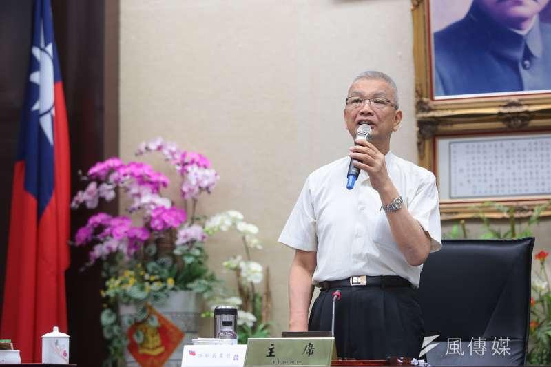 財政部長許虞哲1日召開「所得稅法修正方案之說明」記者會。(顏麟宇攝)