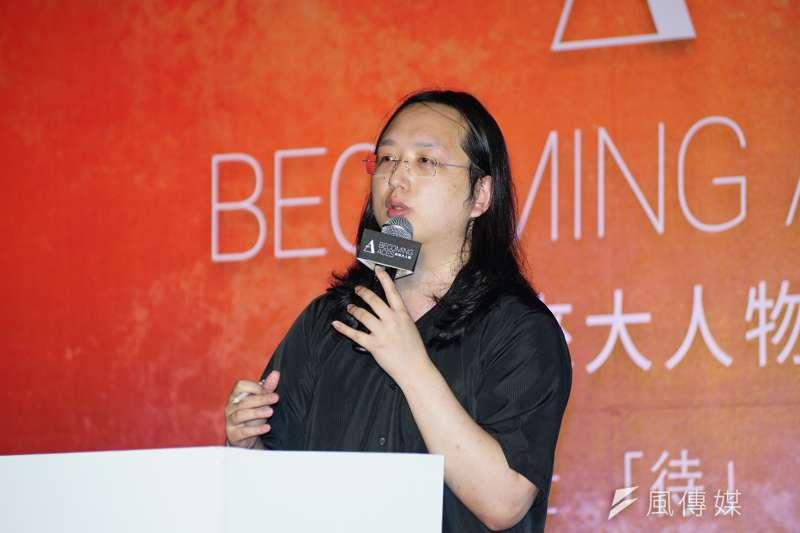 數位政務委員唐鳳2日下午出席未來大人物論壇開幕式,透過自身經驗,教導大家如何有效進行溝通。(盧逸峰攝)
