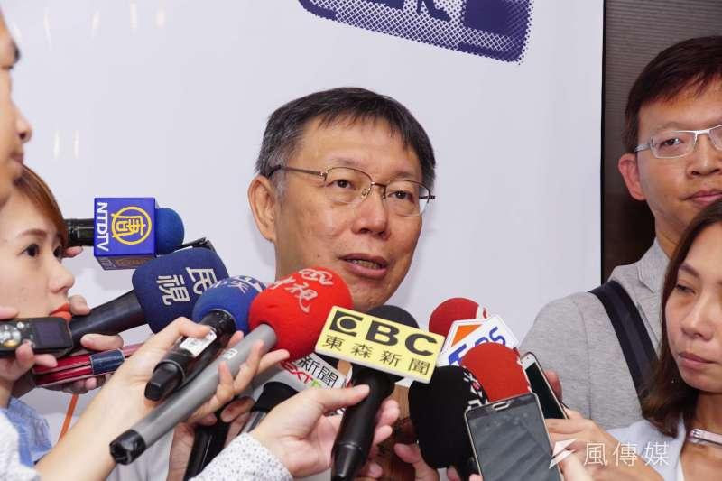 台北市長柯文哲接受電視媒體專訪表示,自己砍1500元敬老金,民調都下滑15%,年改依砍就拿人家幾萬元,民進黨的民調一定會下滑2倍以上。(資料照,盧逸峰攝)
