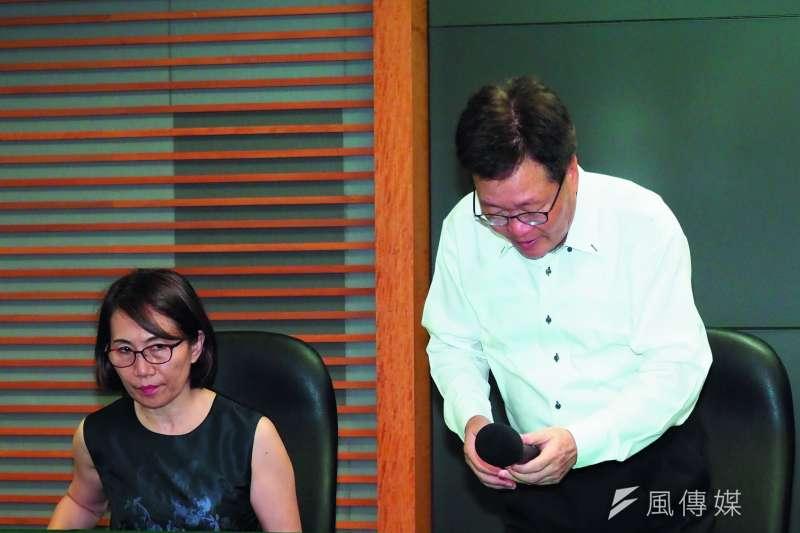 陳金德(右)辭不辭,差點引發綠營內鬥的政治風暴。(林瑞慶攝)