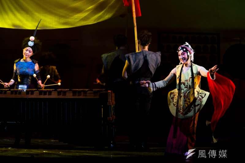 在經歷了千年的流轉後,花木蘭不斷被傳頌、中文世界家喻戶曉的故事,在國光劇團導演李小平的手上,翻轉出了全新的命題。(朱宗慶打擊樂團提供)