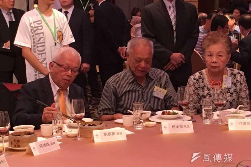李登輝基金會9日舉行募款餐會,劉泰英、柯文哲父母。(顏振凱攝)