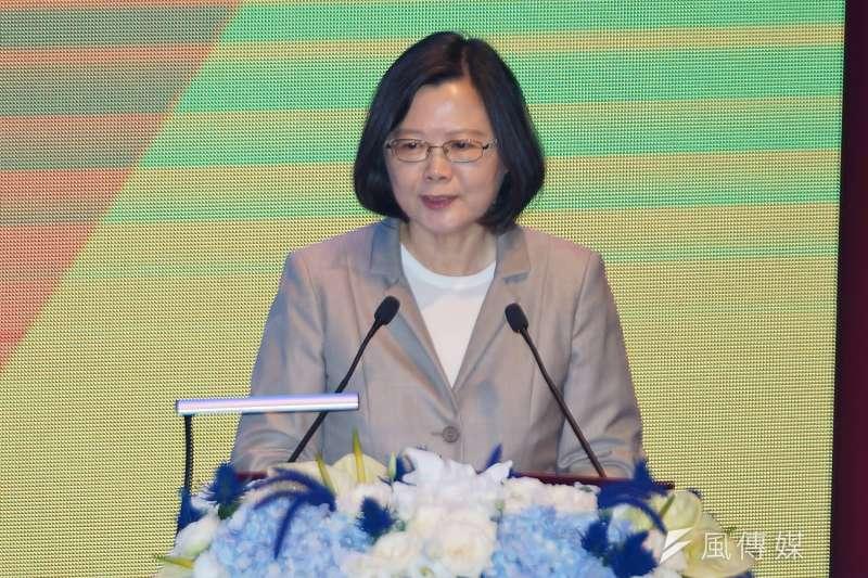 蔡英文接受專訪時表示,期盼在中國19大之後,兩岸雙方能思考新的模式,讓兩岸關係更活絡一點。(資料照,盧逸峰攝)