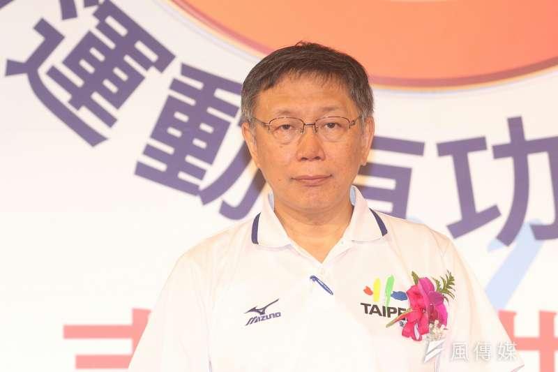 台北市長柯文哲頒獎給世大運的北市選手,並在看完回顧影片後激動落淚。(蘇仲泓攝)