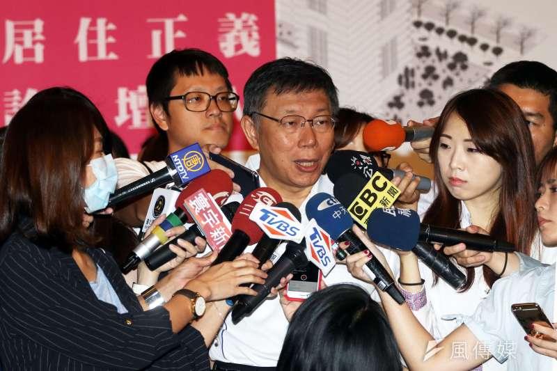 泰利颱風來襲,台北市長柯文哲12日表示,目前放颱風假的標準只看風力「太奇怪了」,應該要連雨量、交通一起考慮,大家一起坐下來討論、制定新的SOP。(蘇仲泓攝)