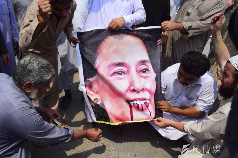 翁山蘇姬領導的緬甸政府持續迫害少數民族羅興亞人,國際社會強烈譴責,諾貝爾和平獎光環完全消失(AP)