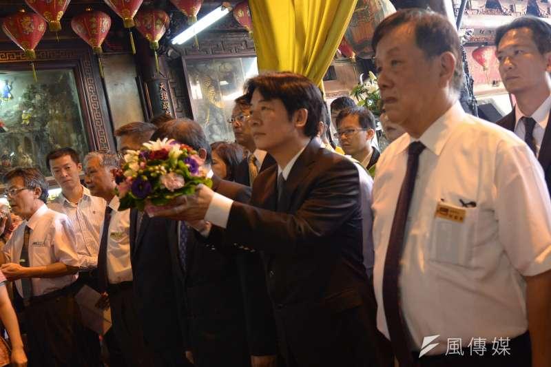 行政院長賴清德16日首次以院長身分回娘家,並前往台灣首廟天壇祭拜,賴清德受訪時表示,台南家裡是熟悉的環境,所以睡的比較好。(行政院)