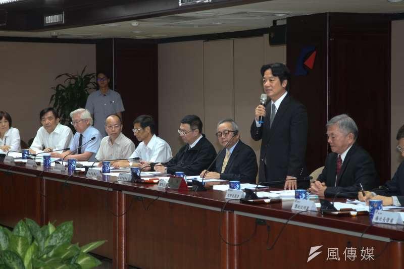 行政院長賴清德視察經濟部聽取「產業五缺的情形及因應對策」簡報。(陳明仁攝)