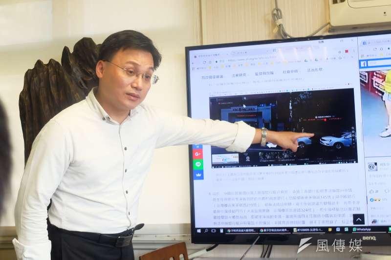 民間司改會主任蕭逸民說明,可能會先請台灣電信警察針對轉貼、轉發的網友進行調查,確認是否為網軍所為。(謝孟穎攝)