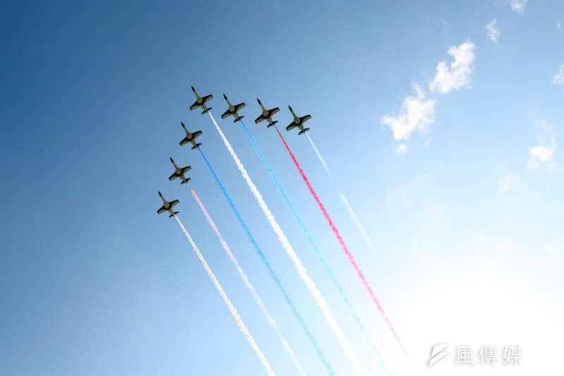 20170919-空軍花蓮基地將於本周六對外開放,今天上午進行全兵力預校。圖為空軍雷虎小組編隊飛行。(蘇仲泓攝)