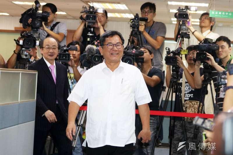 立法委員陳明文下午出席民進黨中常會。(蘇仲泓攝)