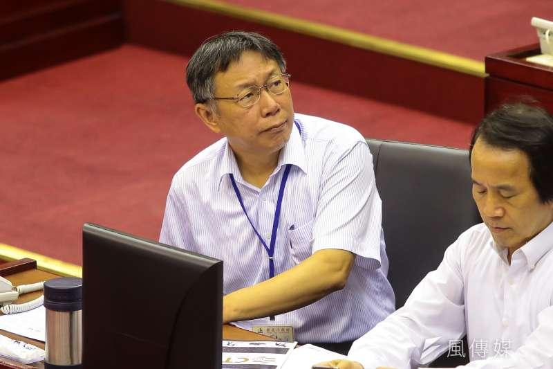 內政部19日晚間發布警政高層人事異動,台北市警局局長邱豐光轉任警政署副署長,而有媒體報導指出,此一人事異動,台北市長柯文哲在發布前半小時才收到通知。(顏麟宇攝)