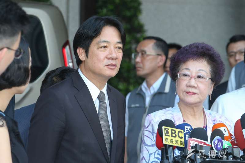 行政院長賴清德(左)今日發言表示愛滋病原因為男男同性戀,引起爭議。(資料照,陳明仁攝)