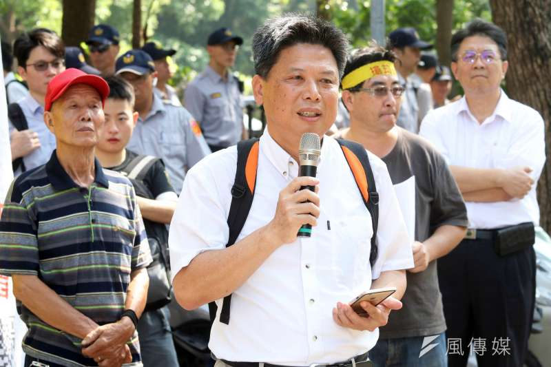 政大地政系教授徐世榮被質疑赴中進行學術交流,今天則發文表示,「其實早在前年就已經被列入國台辦的黑名單中」。(資料照,蘇仲泓攝)