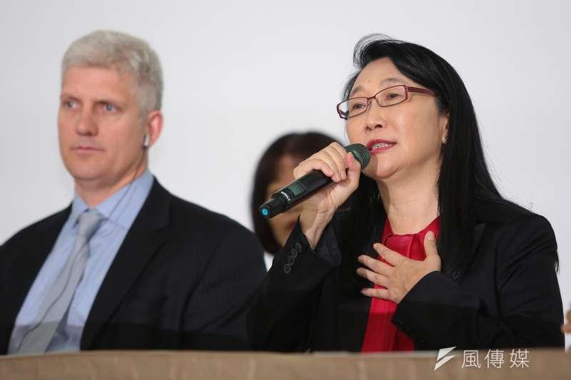 HTC宏達電董事長兼執行長王雪紅(右)21日宣布以新台幣330億元的金額,出售手機代工部門給Google。王雪紅表示,「Vive是我將來的熱情與使命」。(顏麟宇攝)