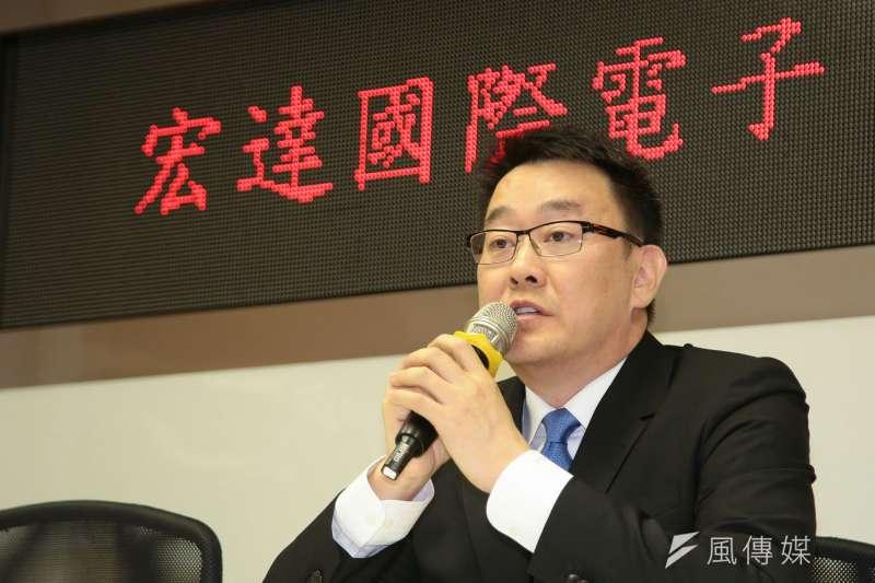 宏達電HTC於證交所3樓記者室舉行記者會,由財務長沈道邦說明董事會決議通過簽訂重要合作協議。(顏麟宇攝)