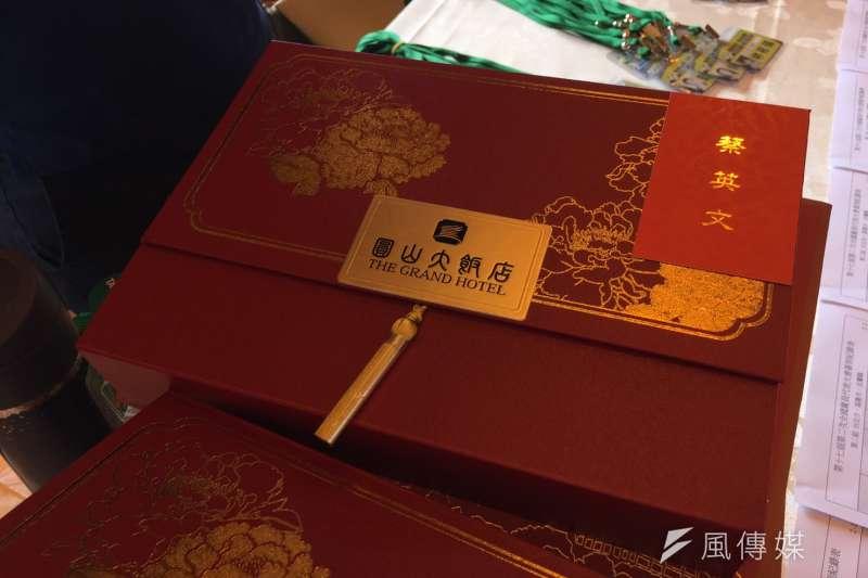 民進黨全代會,蔡英文也訂了圓山飯店的鳳梨酥給全體黨代表當伴手禮(顏振凱攝)