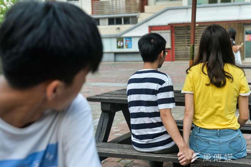 三個人的婚姻太擠了,但若想要「捉姦」,也得小心不要誤觸法網。(甘岱民攝)