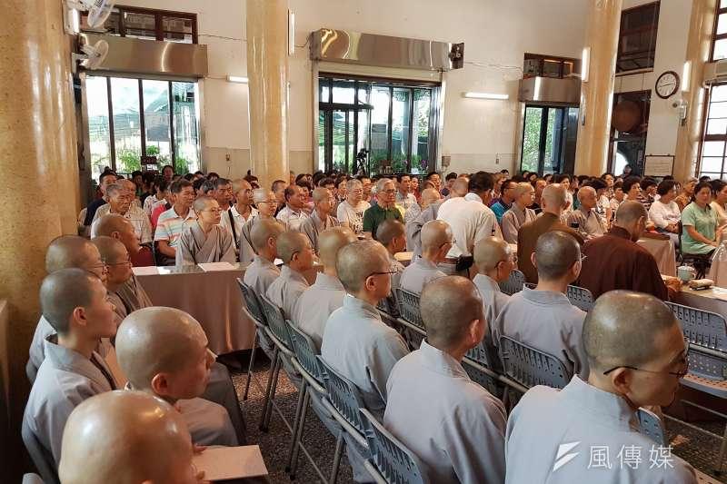 《宗教團體法》草案引發部分宗教界反彈後,由屏東千華寺法藏法師等佛教界人士,目前在網路上發動連署,主張內政部版《宗教團體法》侵害憲法保障宗教自由,並在全台舉辦多場研討會。圖為南投場研討會。(資料照,取自宗教團體法研討會活動臉書)