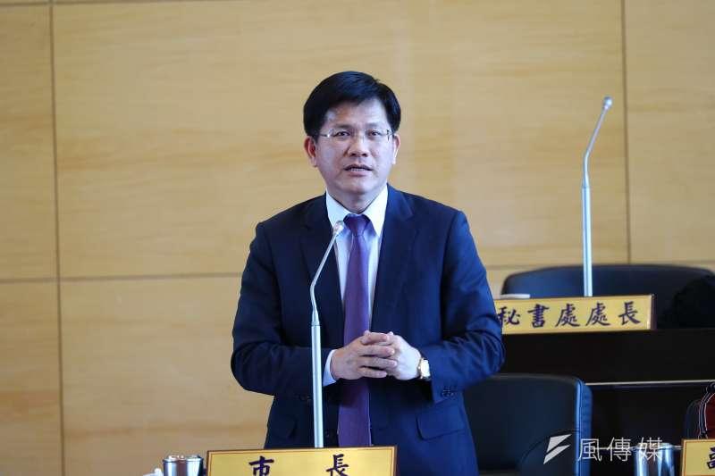 台中市長林佳龍針對國民黨議員質疑花博第一次預算追加減案,詳細舉證說明。(圖/曾家祥攝)