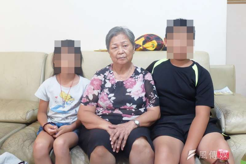 陳俊男過世後,老母親必須照顧2個孫子,大兒子今年才12歲。(謝孟穎攝)