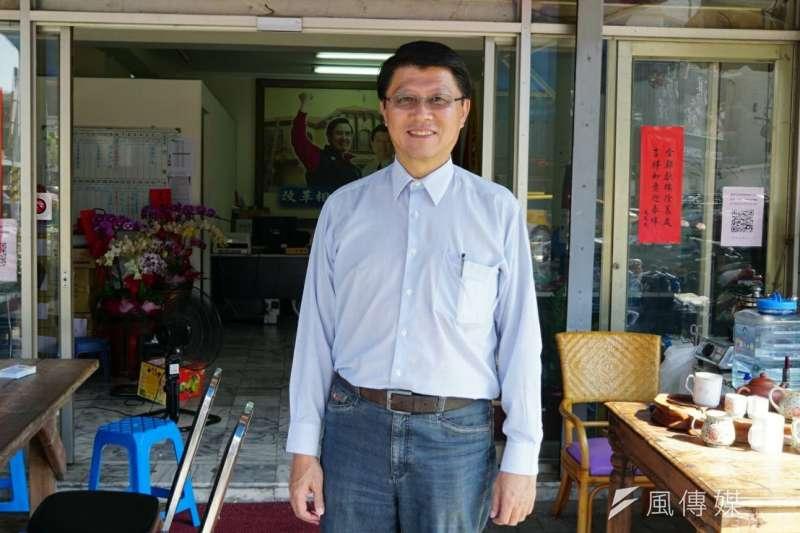 國民黨台南立委補選候選人謝龍介今(16)日上午,前往新市國小活動中心投票。面對選情,謝龍介坦言壓力很大。(資料照,盧逸峰攝)