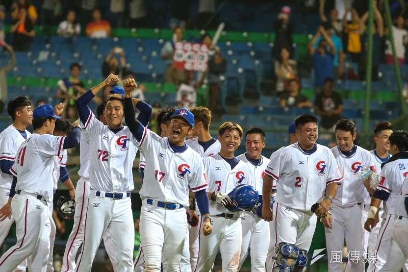 世界棒壘總會(WBSC)最新公布的棒球世界排名,中華隊保住第4名。圖為2017亞洲盃棒球錦標賽,中華隊逆轉勝南韓狂喜。(資料照,陳明仁攝)