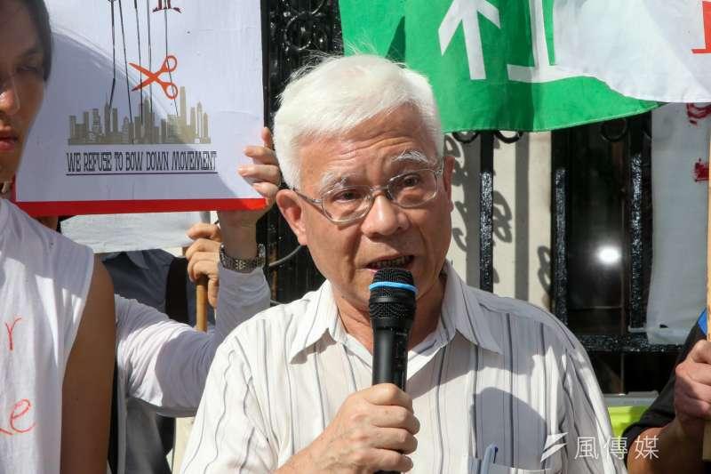 台灣社社長張葉森出席立法院,台灣社社長張葉森等成員前來在立院絕食的香港青年呂智恆,呂智恆為「不低頭運動--抵制黨企約章」向中共絕食抗議,並呼籲台灣人不要相信兩岸一家親。(陳明仁攝)