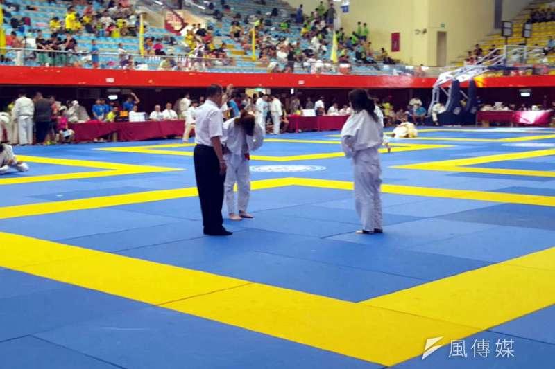 崇右體育入學生出賽全國柔道錦標賽,奪下男女冠軍。(圖/張毅攝)