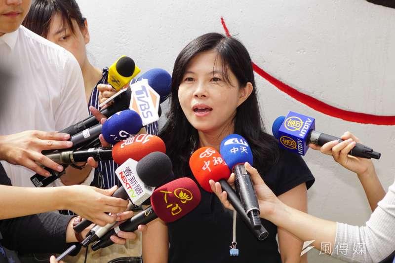 20171006-國慶花車靜態展示,台北市觀傳局副局長陳譽馨受訪。(盧逸峰攝)