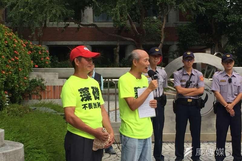 20171006-桃園在地聯盟理事長潘忠政(右)。(李泰誼攝)