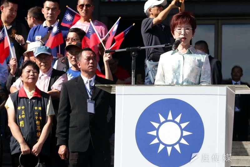洪秀柱出席「愛國旗愛國家」國慶大會活動致詞時表示,看到滿場的國旗飛舞,她心裡非常澎湃激昂,只要有心,國民黨必將再起。(蘇仲泓攝)