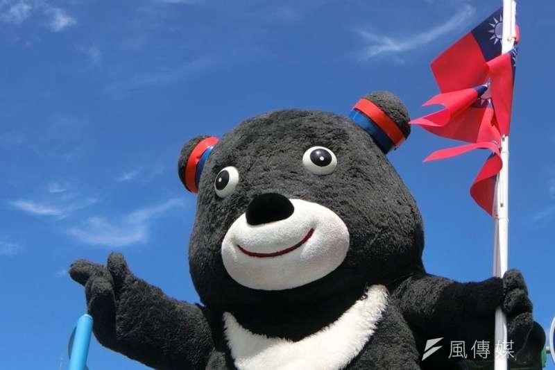 世大運吉祥物熊讚特別裝扮參加去年的國慶花車遊行!(取自「熊讚Bravo」)