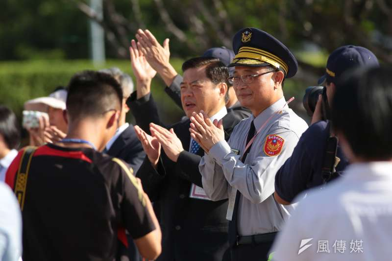 20171010-中華民國106年國慶典禮於總統府前舉行,警政署長陳家欽一早便至現場為警專同學打氣加油。(顏麟宇攝)