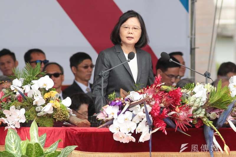 蔡英文總統10日出席中華民國106年國慶典禮,演說時「正式邀請各政黨坐下來談」。(顏麟宇攝)