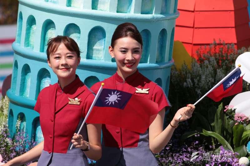 中華民國106年度國慶日,總統府前國慶典禮,華航花車頗獲好評。(顏麟宇攝)
