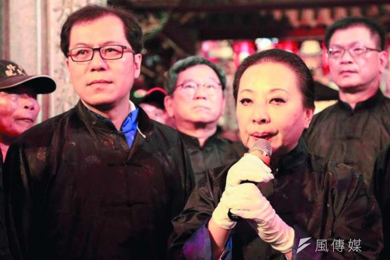 吳芳銘(左)是張花冠(右)看重的左右手。(翻攝自吳芳銘臉書)