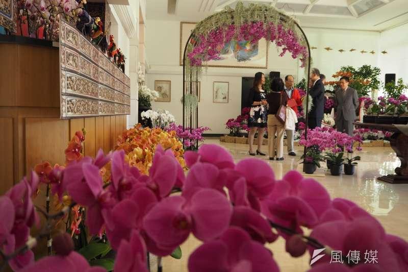 20171011-台灣駐世界貿易組織(WTO)代表處9日首度在駐外使館內舉辦蝴蝶蘭展,現場蘭花遍佈。(尹俞歡攝)