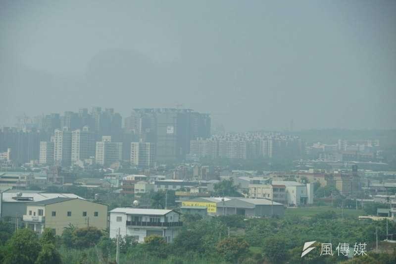 2017-10-11-台中地區霧霾嚴重。空氣品質。空氣汙染。(盧逸峰攝)