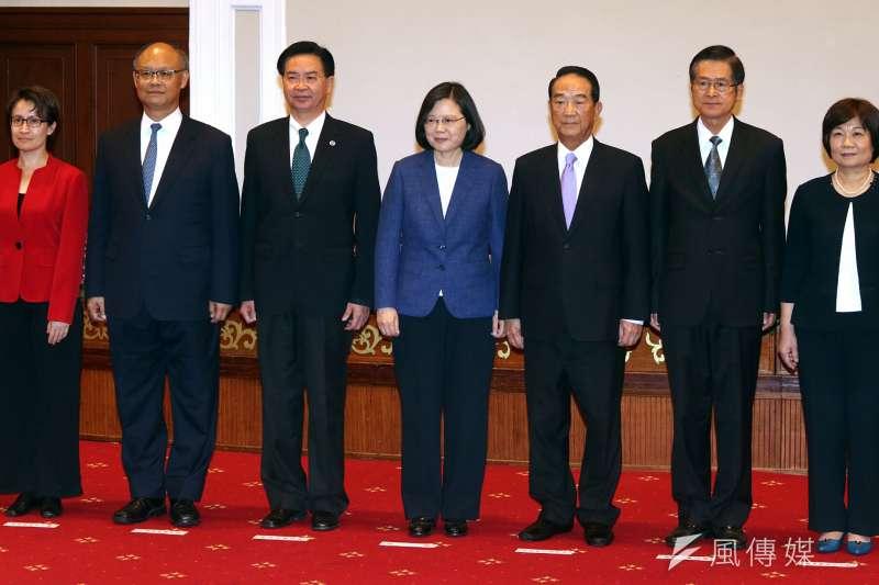 20171012-總統蔡英文今(12)日宣布由總統府資政、親民黨主席宋楚瑜任亞太經濟合作會議(APEC)領袖代表。(蘇仲泓攝)