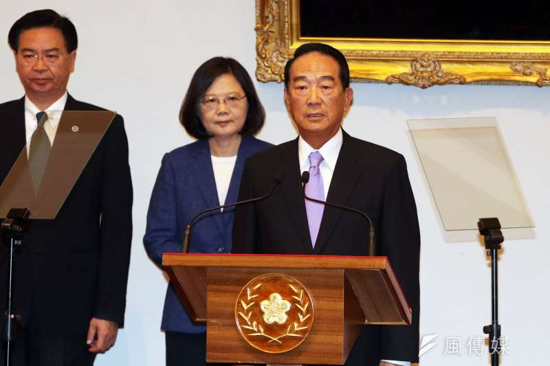 2017年10月12日,總統蔡英文召開記者會,宣布由宋楚瑜代表出席即將到來的APEC。(蘇仲泓攝)
